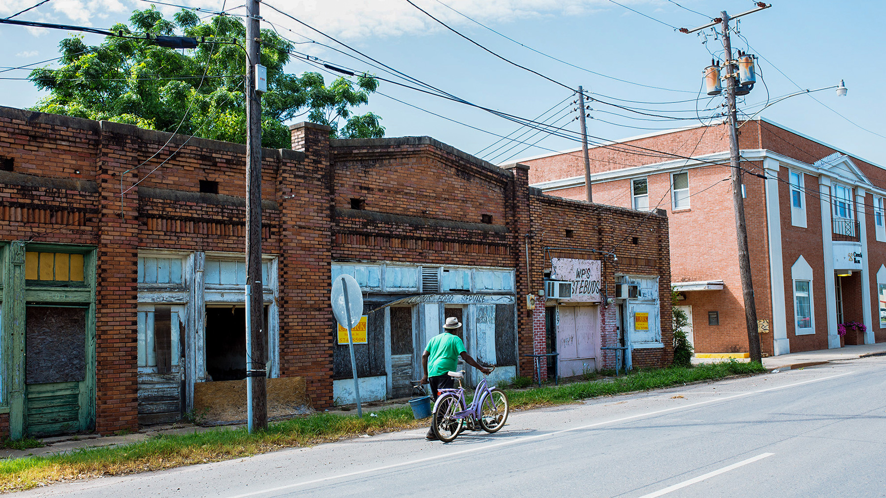 Over time, Tallulah, La., fell into economic hardship and many of its businesses closed. (Michael M. Santiago/News21)