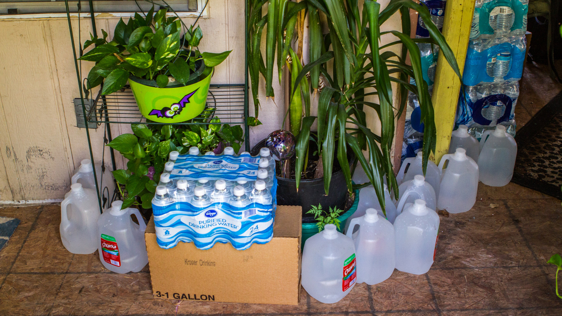 Sandbranch resident Leroy Thomas said his family relies on cases of bottled water that are delivered weekly by a church. (Brandon Kitchin/News21)